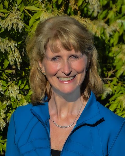 Portrait of Holly Kouvo, a Public Fitness Speaker